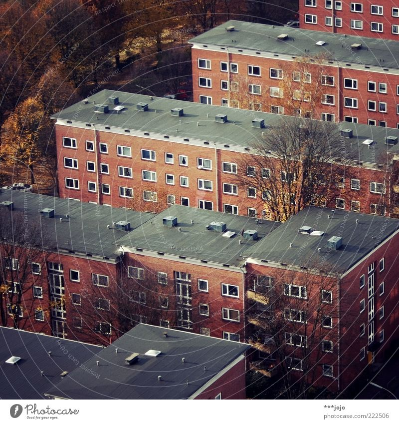 portrait of an urban landscape. Hamburg Stadt bevölkert Haus Bauwerk Gebäude Architektur eng eckig Plattenbau Geometrie trist Wiederholung Wohngebiet Beton