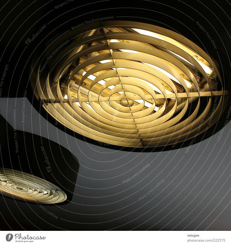 Electronic tentacle |Light emitting monster Fortschritt Zukunft leuchten Lampe Leuchtstoffröhre 2 grau schwarz gelb Decke Untergrund hell Gitter Deckenlampe