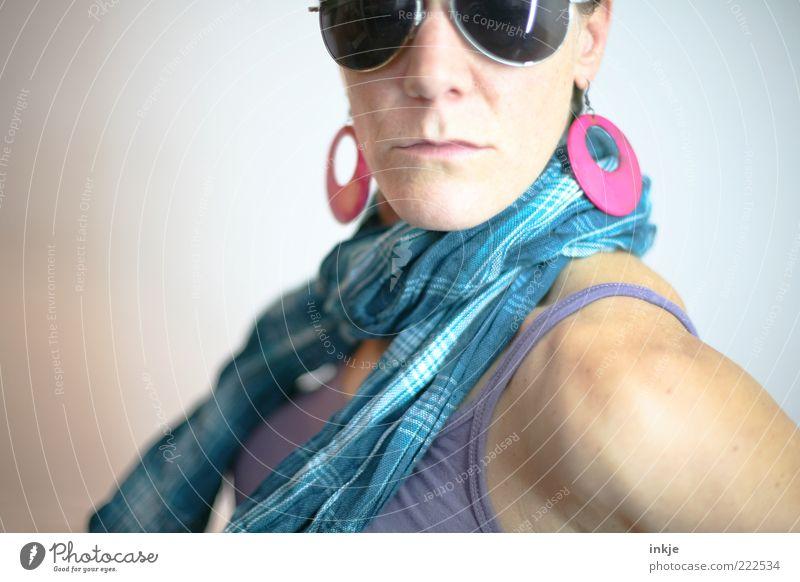 herb Frau Jugendliche schön Erwachsene feminin Leben Stil Mode wild verrückt Lifestyle Coolness einzigartig Schmuck Reichtum Brille
