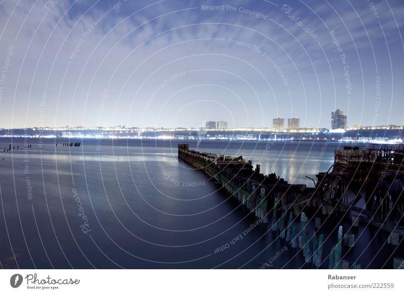 Hudson River Pier ruins Wasser alt Stadt blau Ferne dunkel Holz Landschaft hell Wetter nass groß retro Insel Fluss kaputt