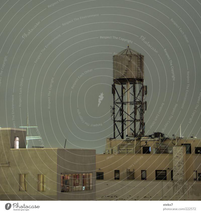 Roofrocket Stadt Haus dunkel trist Dach Turm New York City hässlich Gebäude Amerika Wohngebiet Flachdach Wasserturm