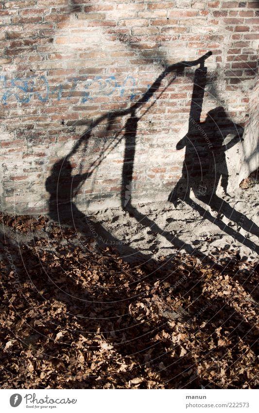 happy hour (LT Ulm 14.11.10) Mensch Kind Erholung Leben Wand Spielen Mauer Kindheit Zusammensein Fröhlichkeit authentisch außergewöhnlich machen Lebensfreude