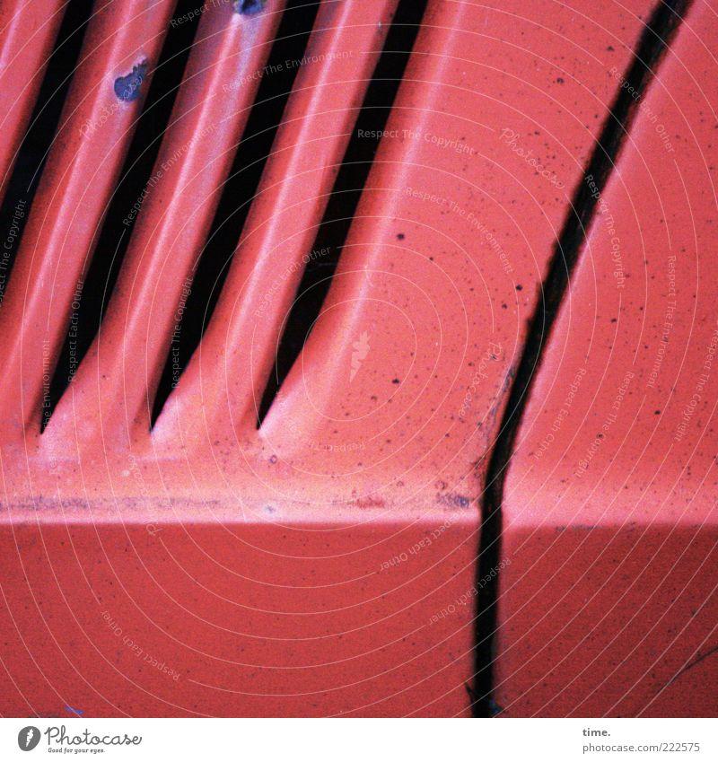HH10.2 | Little Red Roadster Having Had Better Times alt rot PKW Metall kaputt Dekoration & Verzierung Rost diagonal Spalte KFZ horizontal Lamelle Schlitz