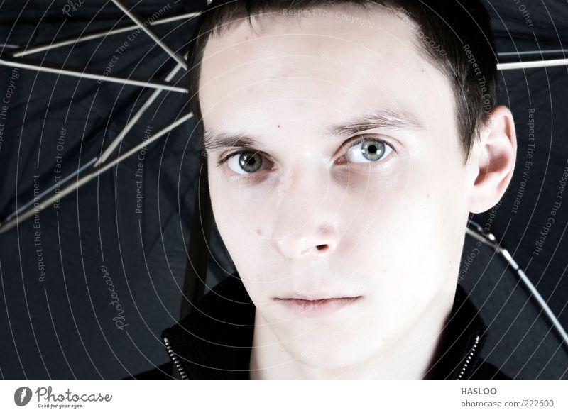 Mensch Mann Gesicht schwarz Einsamkeit Stil Erwachsene Wetter Lifestyle modern Model Behaarung Typ ernst