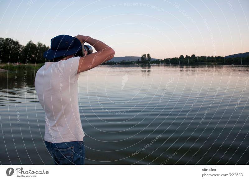 Haltung Fotograf Mensch maskulin Junger Mann Jugendliche Erwachsene Oberkörper 1 18-30 Jahre Natur Landschaft Wasser Himmel Wolkenloser Himmel Sonnenaufgang