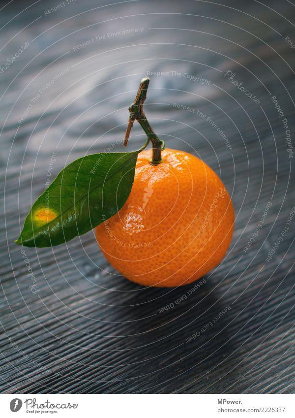 südfrucht Lebensmittel Frucht orange Blatt Vitamin Gesunde Ernährung lecker Bioprodukte Farbfoto Studioaufnahme Menschenleer Schwache Tiefenschärfe