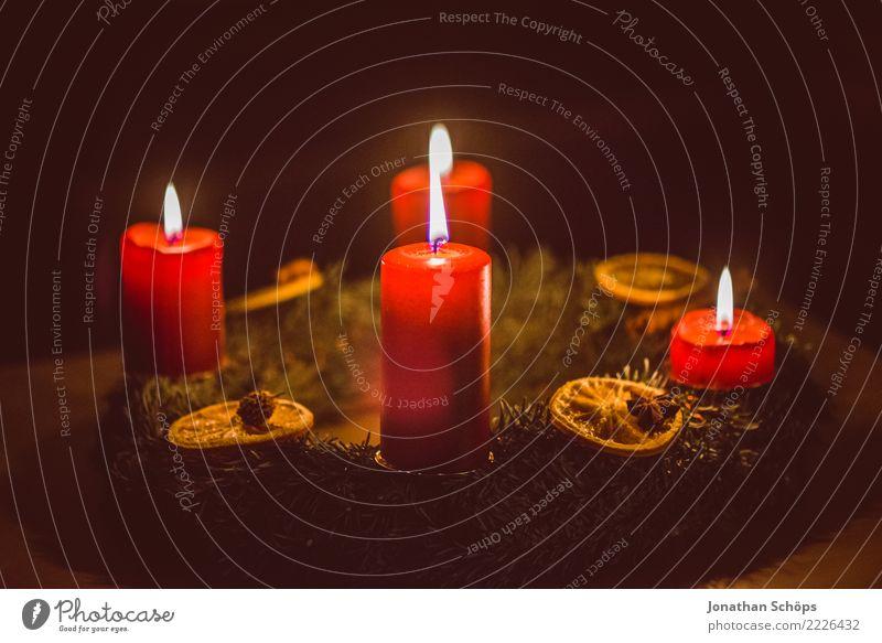 Adventskranz I Weihnachten & Advent rot Wärme Beleuchtung Stimmung hell Häusliches Leben leuchten Dekoration & Verzierung Hoffnung Kerze Wohlgefühl Meditation