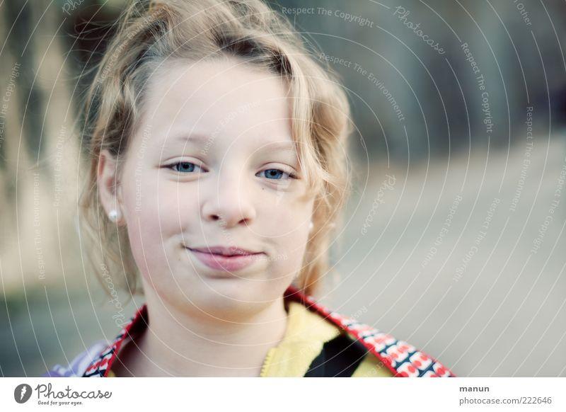 lachfalte's Schatz (LT Ulm 14.11.10) Mensch Mädchen Kindheit Jugendliche Leben Gesicht beobachten Lächeln Blick authentisch blond Coolness Freundlichkeit