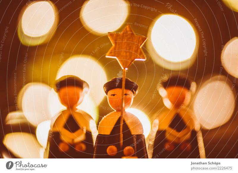 Weihnachtsdeko mit Bokeh XIV Weihnachten & Advent Wärme Menschengruppe Stimmung hell leuchten Dekoration & Verzierung Stern Hoffnung Tradition Figur