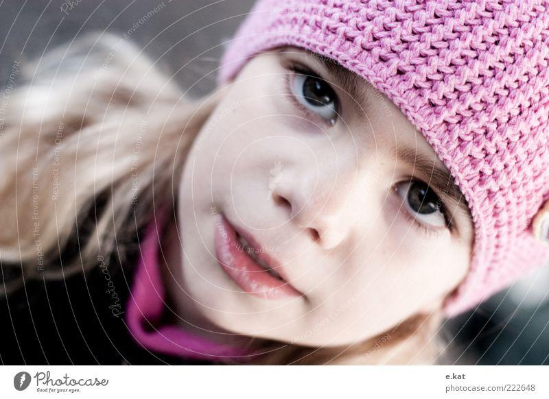 Mädchen Mensch Kind Mädchen schön Gesicht rosa Kindheit Mütze ernst Anschnitt kindlich mädchenhaft Kindergesicht 3-8 Jahre