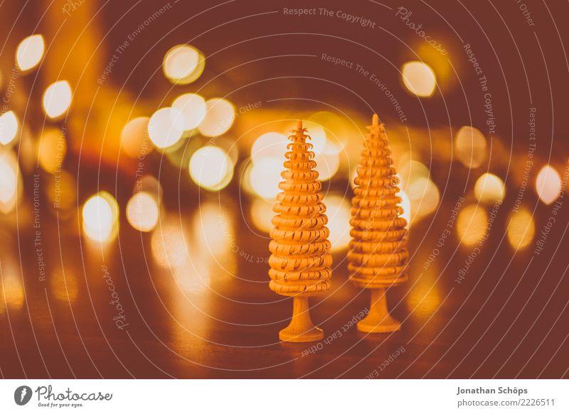 Weihnachtsdeko mit Bokeh I Weihnachten & Advent Wald Wärme Hintergrundbild Holz Stimmung hell Dekoration & Verzierung Hoffnung Tradition Handarbeit filigran