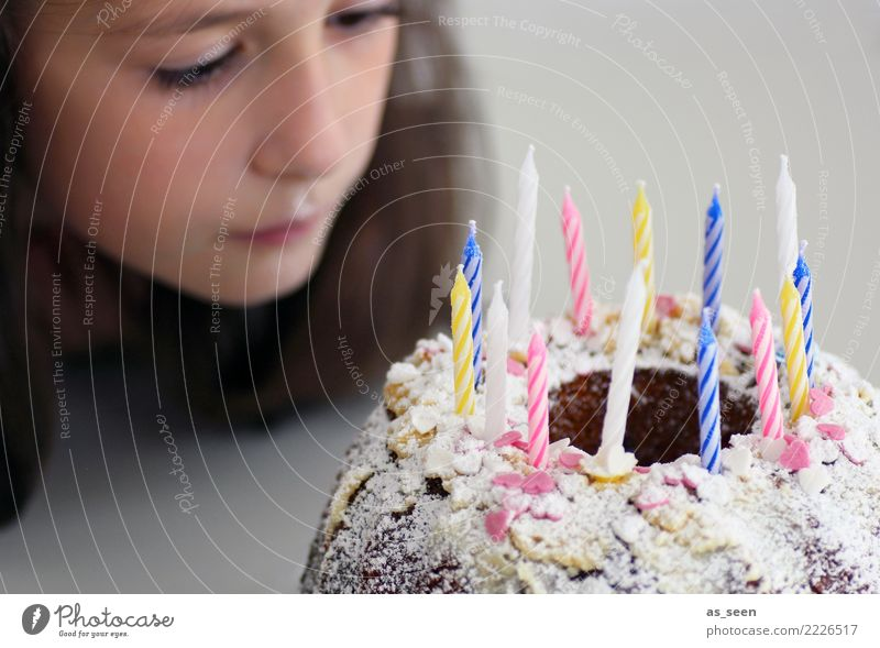 Geburtstag Feste & Feiern Kindergeburtstag Kindererziehung Mädchen Gesicht 1 Mensch 8-13 Jahre Kindheit 13-18 Jahre Jugendliche Geburtstagskuchen Neugier