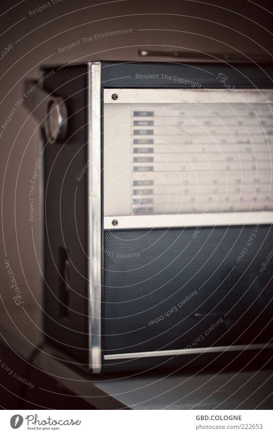 Voller Empfang! alt grau Metall retro Technik & Technologie trashig Kunststoff Lautsprecher historisch Radiogerät Informationstechnologie Nostalgie Musik Ton