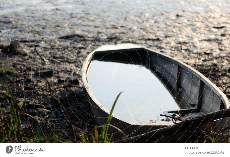 Melancholie Natur Wasser Landschaft Einsamkeit ruhig Strand Herbst Traurigkeit Gefühle See Stimmung Wasserfahrzeug liegen trist Ewigkeit kaputt