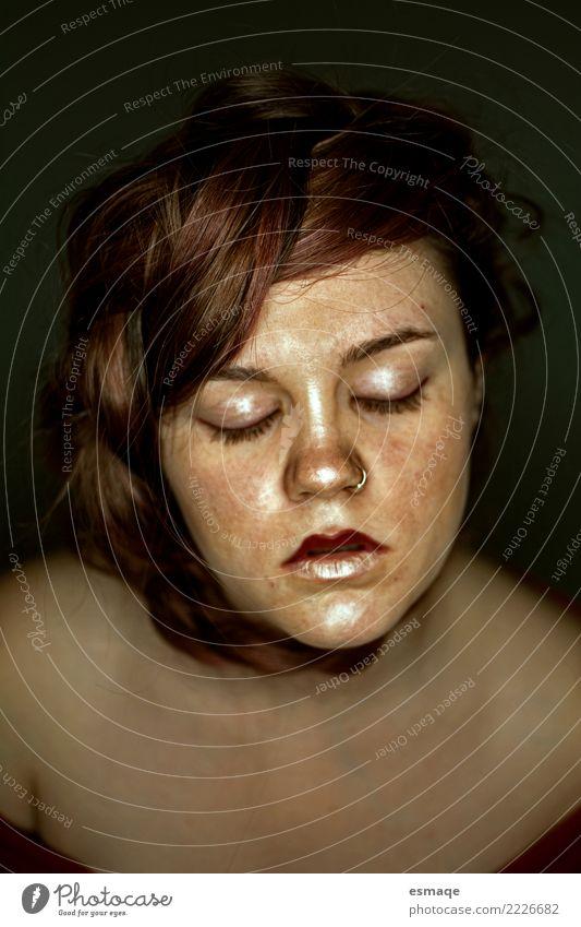 Porträt Frau heiter Mensch Jugendliche Junge Frau Einsamkeit ruhig feminin Haare & Frisuren Zufriedenheit ästhetisch einzigartig bedrohlich geheimnisvoll