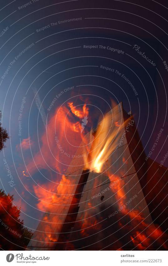 Die Hütte brennt ... Wärme hell Beton Energie Hochhaus Feuer heiß brennen Flamme Doppelbelichtung Blauer Himmel Bogen schwungvoll regenerativ