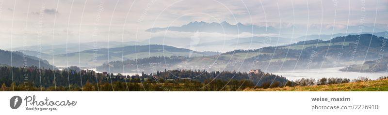 Nebeliges Morgenpanorama des schönen Herbstes. Tatra-Gebirge Natur Ferien & Urlaub & Reisen blau Sommer grün Landschaft Wolken Ferne Wald Berge u. Gebirge Wiese