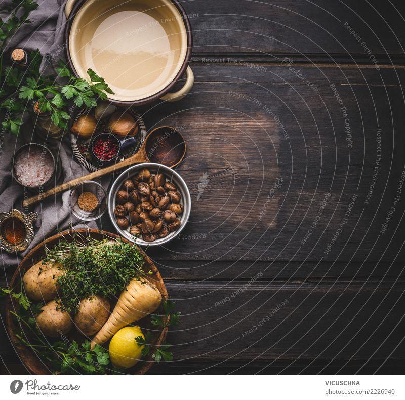 Kochzutaten für Maronensuppe Lebensmittel Gemüse Suppe Eintopf Kräuter & Gewürze Ernährung Mittagessen Abendessen Bioprodukte Vegetarische Ernährung Diät