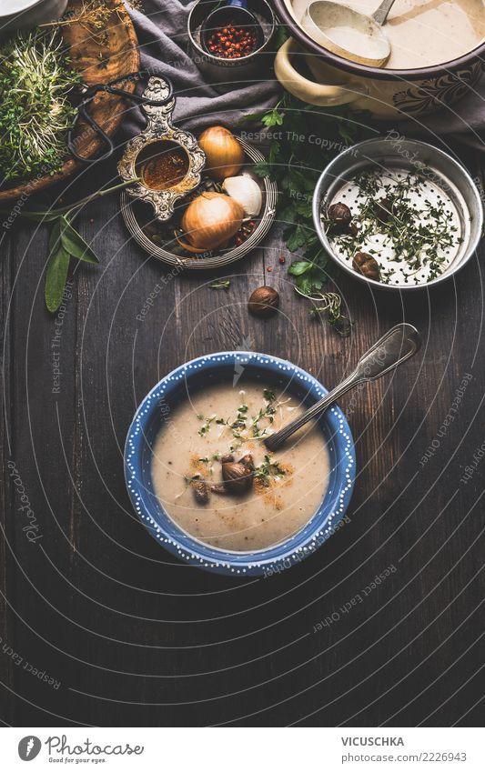 Maronen Creme Suppe auf rustikalem Esstisch Gesunde Ernährung Winter Speise Foodfotografie Herbst Stil Lebensmittel Design Tisch Kräuter & Gewürze Küche