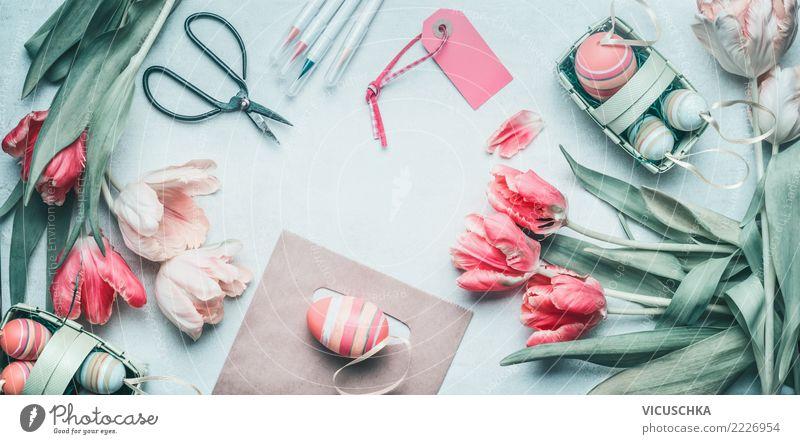 Tisch flat lay mit Ostern Dekoration und Tulpen Sommer Blume Hintergrundbild Stil rosa Design Häusliches Leben Dekoration & Verzierung Symbole & Metaphern