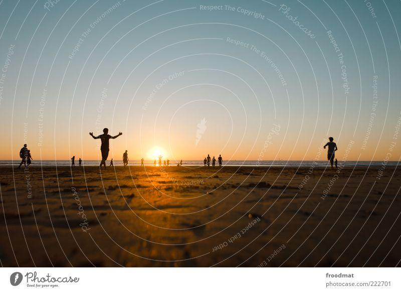 abendsonne Mensch Sonne Ferien & Urlaub & Reisen Meer Sommer Strand ruhig Erholung Leben Spielen Sand Glück Freundschaft Freizeit & Hobby laufen maskulin