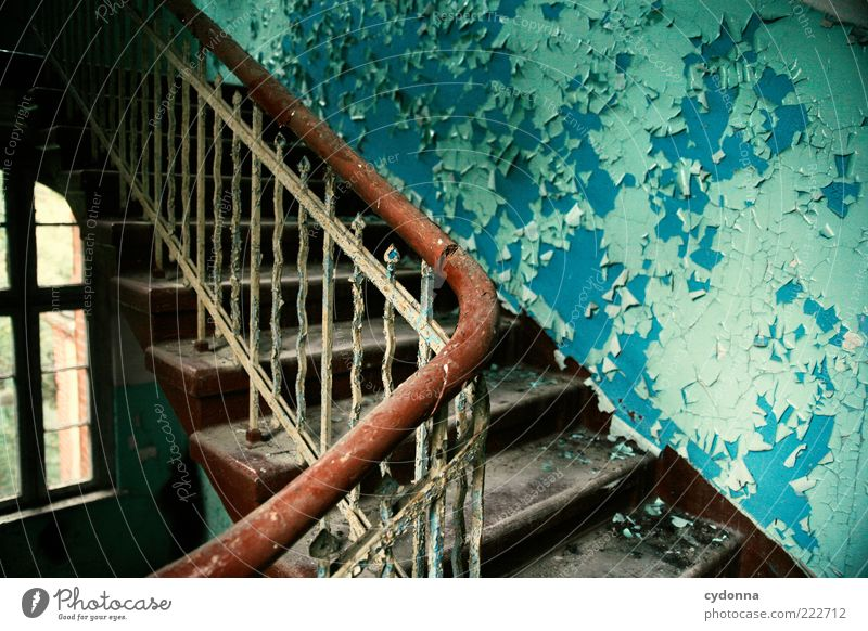 Farbenspiel Ruine Mauer Wand Treppe Fenster Einsamkeit Endzeitstimmung geheimnisvoll einzigartig Nostalgie ruhig schön Verfall Vergangenheit Vergänglichkeit