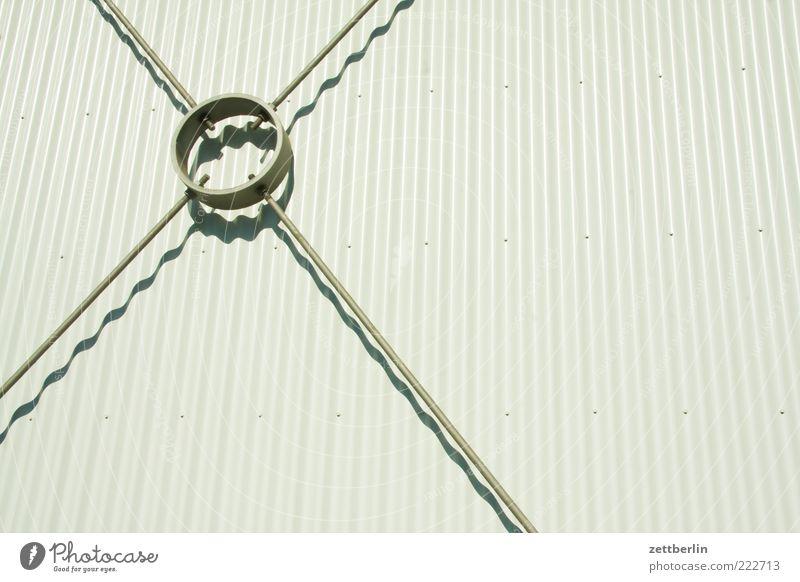 Kreuz Bauwerk Gebäude Architektur Sicherheit ruhig Wellblech Wellblechwand Metall Metallbau Stabilität Christliches Kreuz Schraube geschraubt Kreis Wellenform