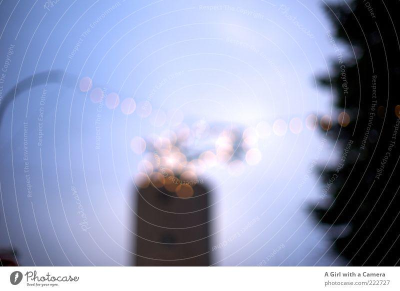 For the Birthday Boys blau Feste & Feiern Turm Kitsch leuchten hängen Weihnachtsdekoration Weihnachtsstern Lichterkette Turmspitze Vor hellem Hintergrund