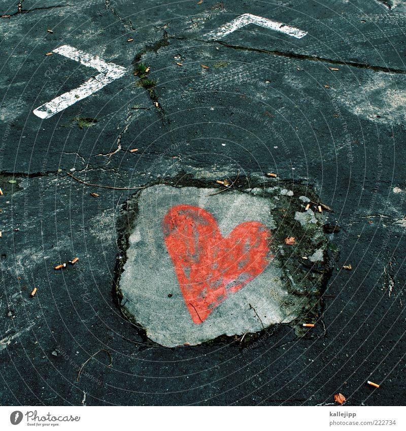 HAPPY BIRTHDAY PHOTOCASE Valentinstag Liebe Herz Beton Parkplatz Straßenkunst Farbfoto Außenaufnahme Licht Schatten herzlich Herzlichen Glückwunsch