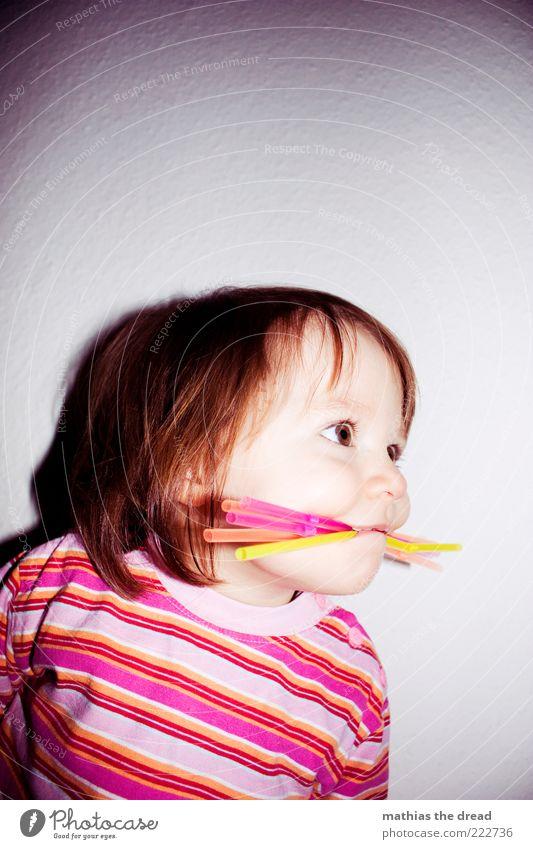 ICH BIN EIN STROHHALMMONSTER II Mensch Kind Mädchen Freude Spielen Glück lustig rosa Fröhlichkeit Streifen einzigartig Kindheit außergewöhnlich entdecken