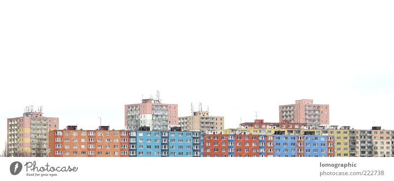 Reihenhaus Stadt Sonne Haus Gebäude Architektur dreckig Fassade Hochhaus Skyline Natur Plattenbau Stadtrand Einfamilienhaus Wohnsiedlung
