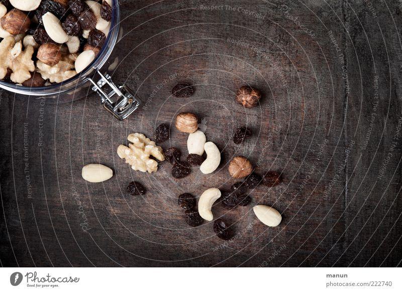 Studentenfutter Lebensmittel Frucht Nuss Rosinen Ernährung Bioprodukte Vegetarische Ernährung Gesundheit authentisch einfach frisch gut lecker natürlich rund
