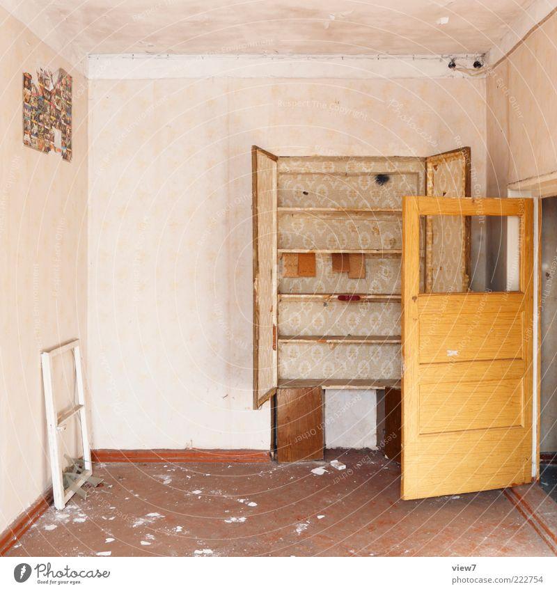 Einrichtungshaus alt Einsamkeit Wand Holz Stein Raum Tür dreckig authentisch Bodenbelag einfach Vergänglichkeit Innenarchitektur Tapete Vergangenheit
