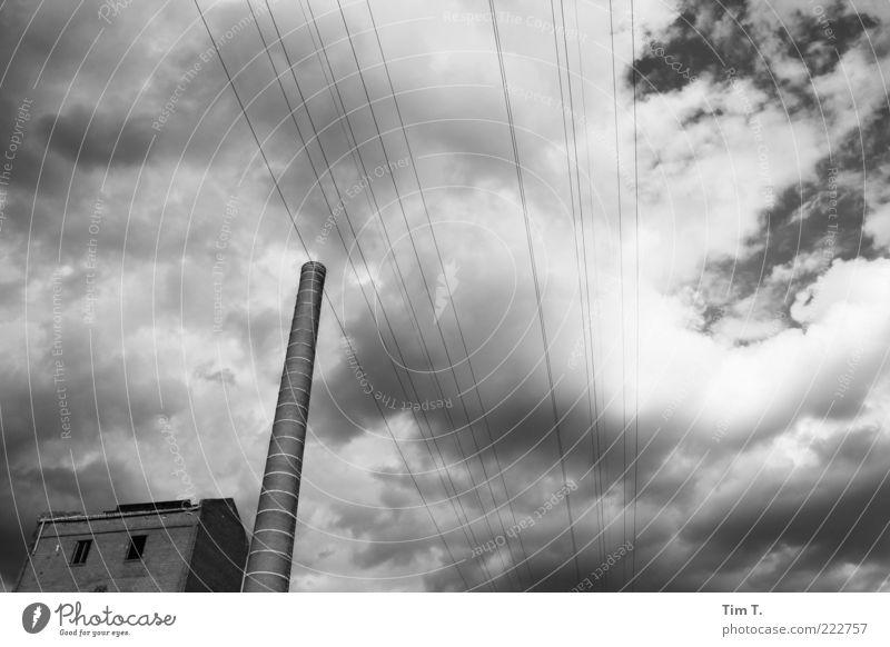 Berlin Haus Architektur Gebäude Fassade Energiewirtschaft Technik & Technologie Zukunft Industrie Dach Vergangenheit Bauwerk Fabrik Verfall Altstadt Ruine Schornstein