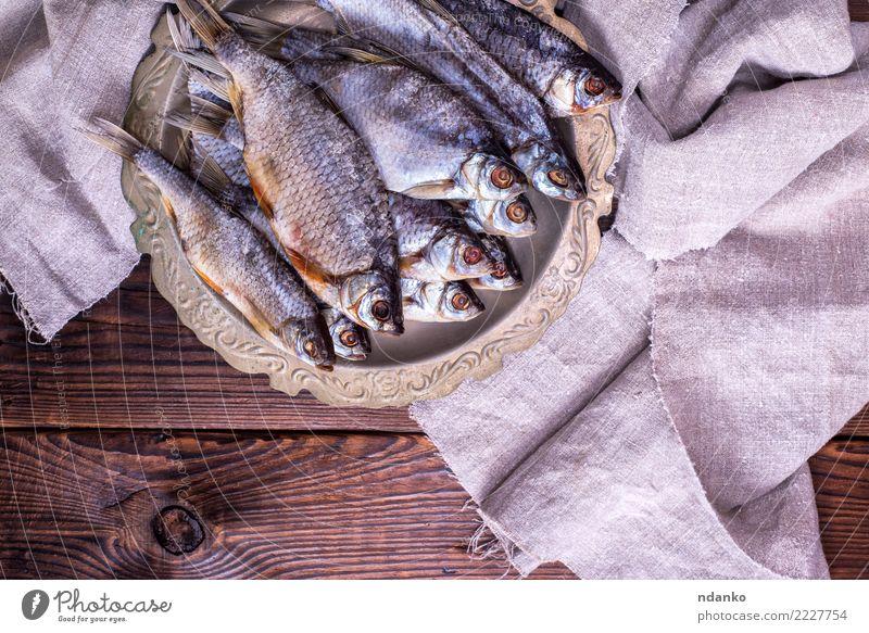 getrockneter gesalzener Fisch Widder Meeresfrüchte Teller Natur Tier Holz Essen natürlich oben braun grau Rotauge Hintergrund Lebensmittel trocknen Vorbereitung