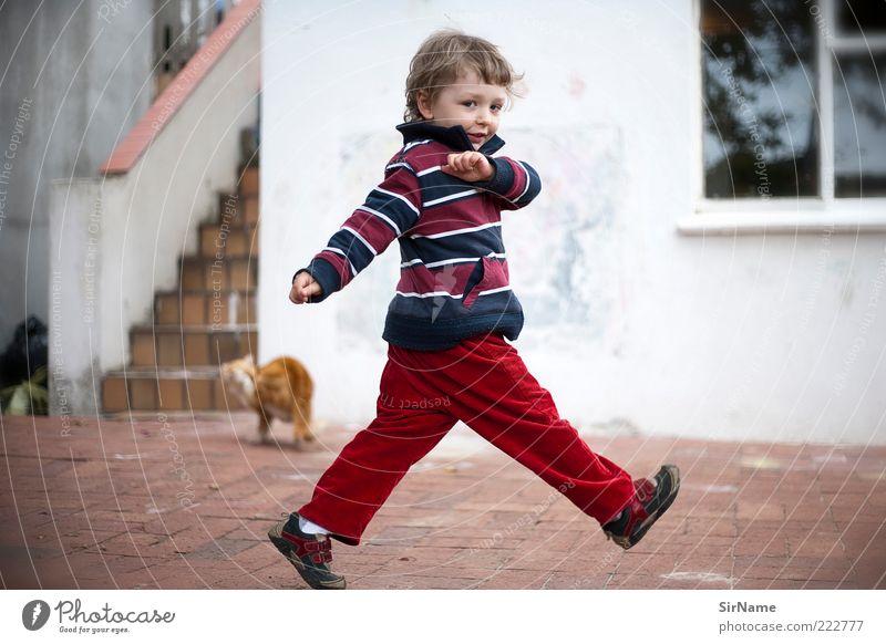 137 [das ist nicht schwer] Leben Spielen Kind Kleinkind Junge Kindheit Mensch 3-8 Jahre Tanzen Bewegung fangen laufen rennen authentisch frei Fröhlichkeit Glück