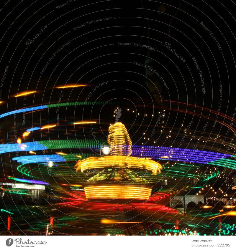 nächste runde rüüückwääärts... Feste & Feiern Jahrmarkt mehrfarbig Lichterscheinung Freude Farbfoto Außenaufnahme Nacht Kunstlicht Schatten Kontrast Silhouette
