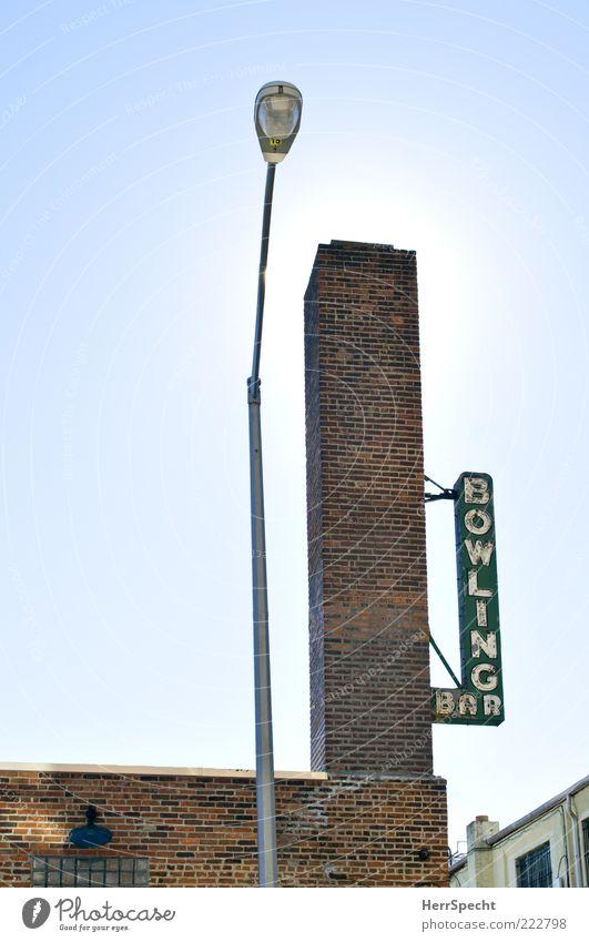 Bowling Bar grün blau rot Wand grau Mauer Gebäude Schilder & Markierungen Schriftzeichen Laterne Backstein Schornstein Straßenbeleuchtung New York City Brooklyn