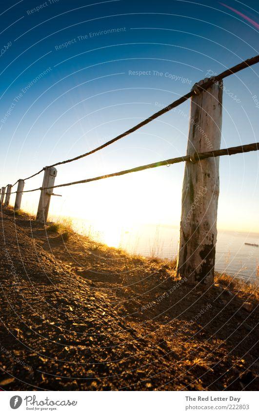 I wanna burn out brighter. Natur Sonne Sommer Meer Erholung Gefühle Umwelt Stimmung Zufriedenheit Hügel Schönes Wetter Holzpfahl Wolkenloser Himmel Holzzaun