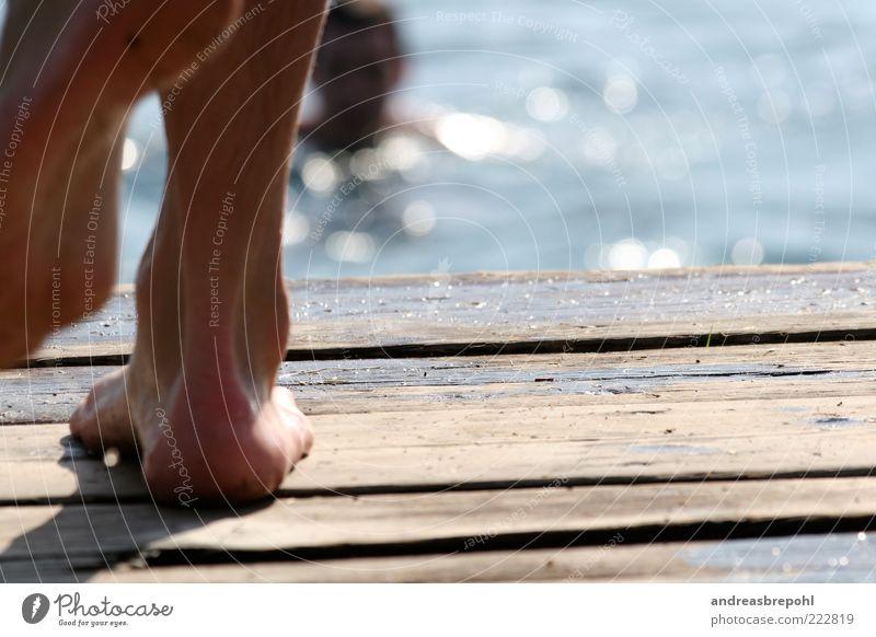 Plattfuss am Lago Mensch maskulin Beine Fuß 2 Holz Farbfoto Außenaufnahme Nahaufnahme Textfreiraum rechts Tag Silhouette Reflexion & Spiegelung Lichterscheinung