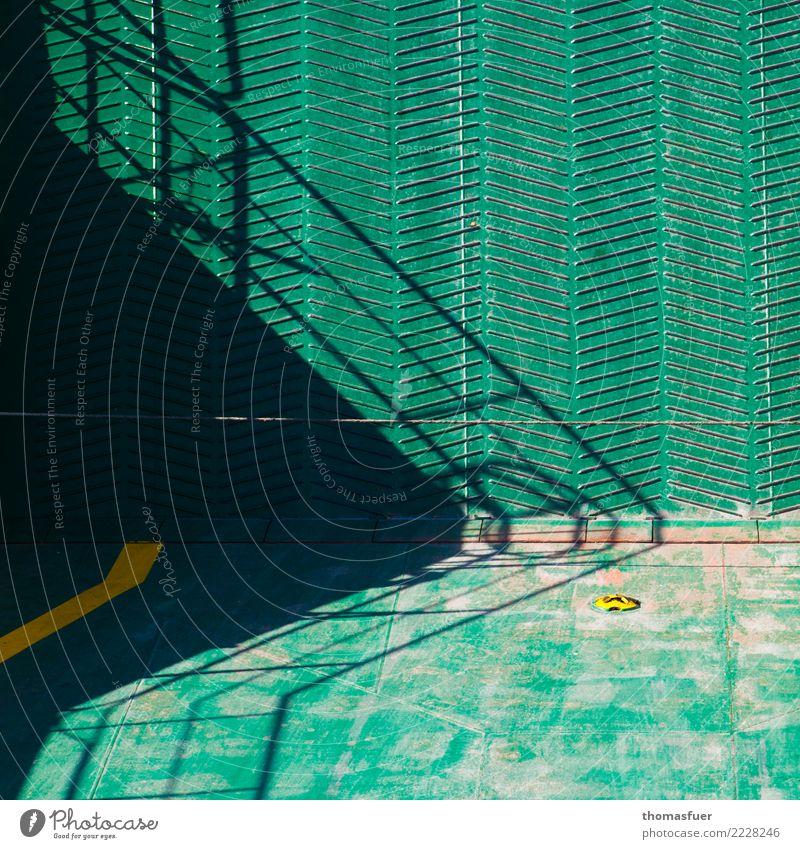 Fähre, Rampe, Treppengeländer Ferien & Urlaub & Reisen Schifffahrt Leiter Schatten Schattenspiel maritim grün Design Farbe modern Perspektive