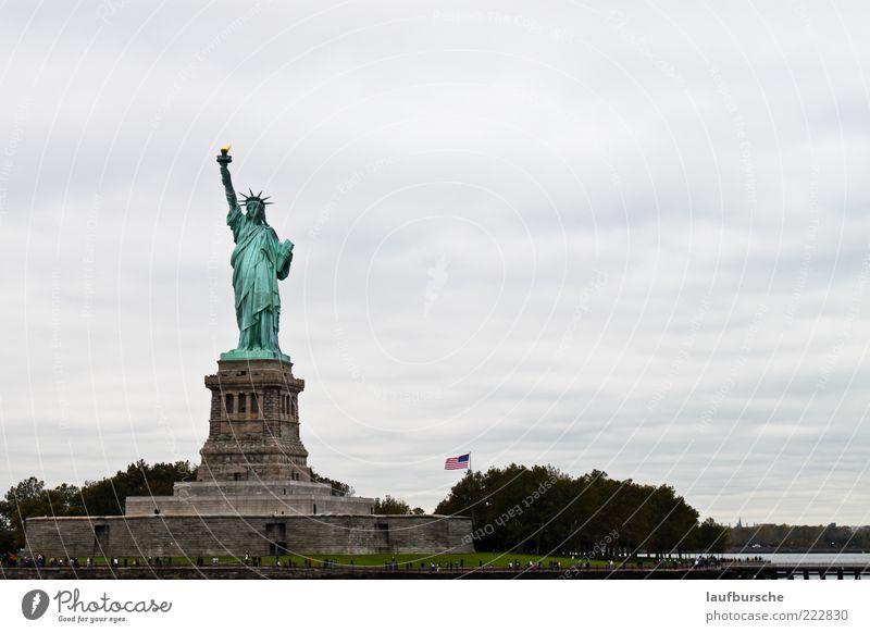 Die Freiheit-ST Ferien & Urlaub & Reisen Tourismus Ausflug Sightseeing Städtereise Bauwerk Sehenswürdigkeit Freiheitsstatue Stahl Zeichen grau grün Farbfoto