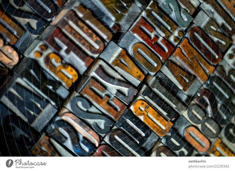 Buchstaben Detailaufnahme Typographie Information Werbung Text schreiben Schriftsetzer Schriftzeichen Setzerei holzbuchstaben holzlettern Lateinisches Alphabet