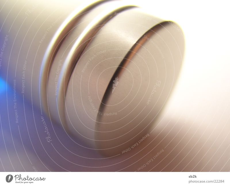Verschluss Parfum Stahl Aluminium Unschärfe Makroaufnahme Nahaufnahme Gully gebürstet blau Detailaufnahme