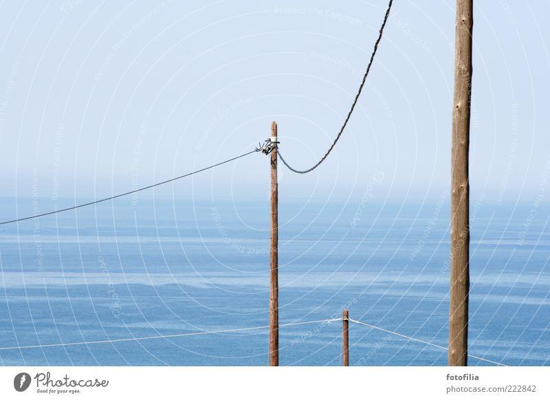 bleibt verbunden! Himmel Wasser blau Sommer Meer Landschaft Küste braun Wellen Insel Kabel Technik & Technologie Telekommunikation Schönes Wetter Telefonmast Mittelmeer