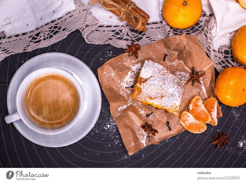 schwarzer Kaffee in einer weißen runden Tasse Frucht Dessert Ernährung Frühstück Kaffeetrinken Vegetarische Ernährung Getränk Becher Tisch Holz frisch lecker