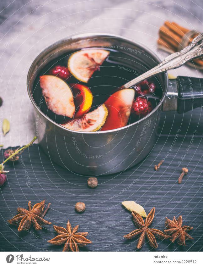 Glühwein in einer Aluminiumschöpfkelle Apfel Kräuter & Gewürze Getränk Alkohol Schalen & Schüsseln Löffel Winter Dekoration & Verzierung Tisch Feste & Feiern