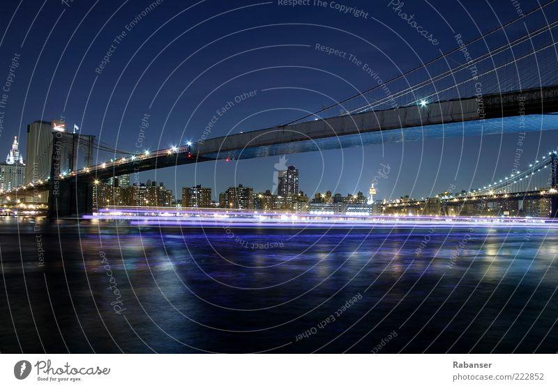 From Brooklyn to Manhattan Stadt Wasserfahrzeug Verkehr Hochhaus hoch Brücke Fluss USA Skyline Amerika Bauwerk Verkehrswege Schifffahrt New York City Hauptstadt