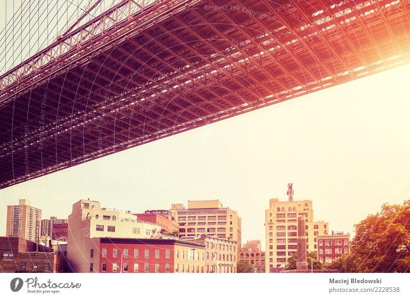 Unter der Brooklyn Bridge bei Sonnenuntergang. Stadt Haus Brücke Gebäude Architektur Mauer Wand authentisch Güterverkehr & Logistik New York State Großstadt