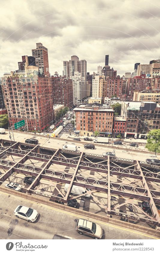 New York City gesehen von der Drahtseilbahn zu Roosevelt Island, USA. Ferien & Urlaub & Reisen Sightseeing Städtereise Wohnung Haus Skyline Brücke Gebäude